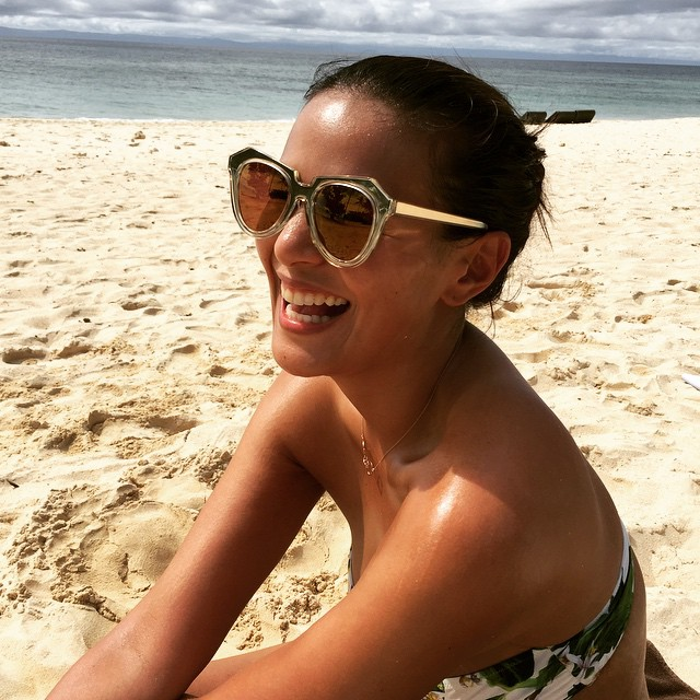 Iza Calzado showed her own brand of sexy in 8 photos and everybody loved it!